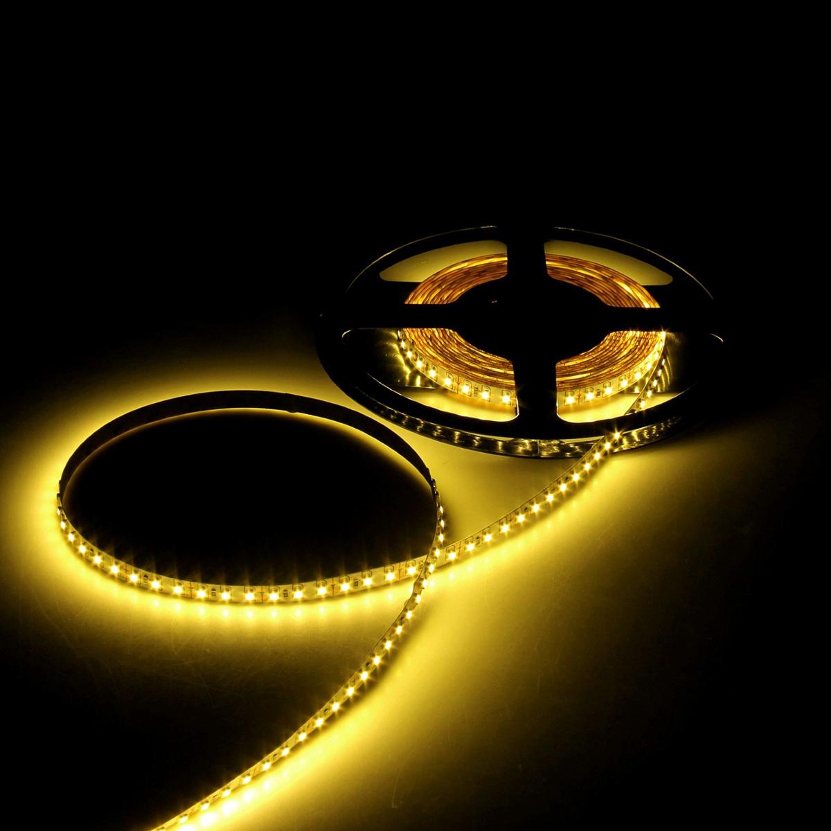 Светодиодная лента Luazon, 12В, SMD3528, длина 5 м, IP65, 120 LED ламп, 9.6 Вт/м, 6-7 Лм/1 LED, DC, цвет: желтый. 883902 светодиодная лента luazon 12в smd3528 длина 5 м ip68 60 led ламп 4 8 вт м 6 7 лм 1 led dc цвет фиолетовый