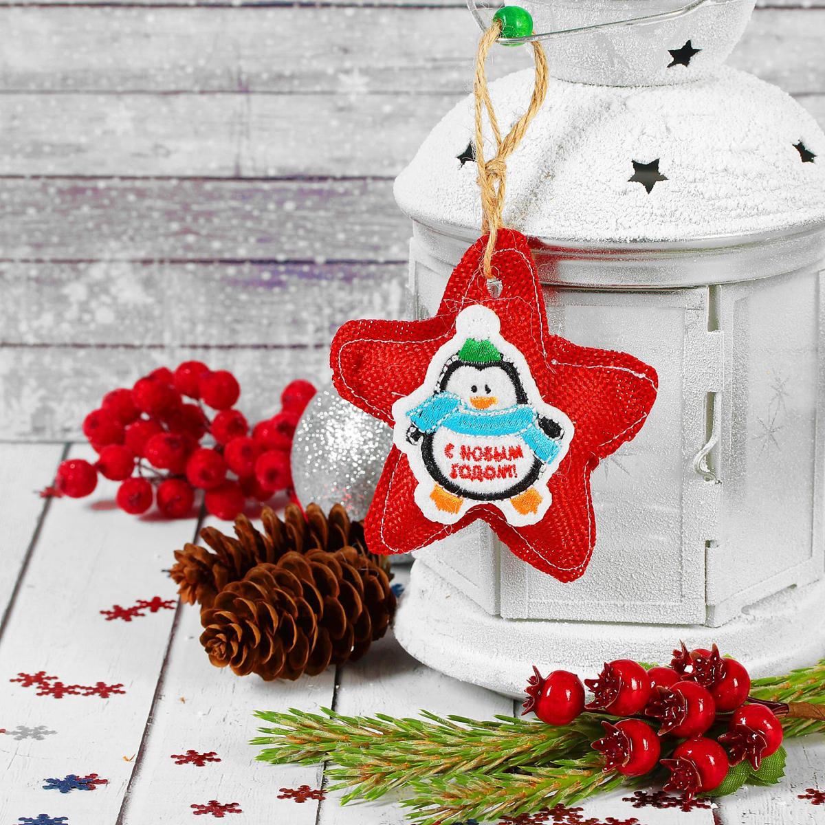 Новогоднее подвесное украшение Страна Карнавалия С Новым годом. Пингвинчик мешок деда мороза страна карнавалия с новым годом 60 х 90 см 3292118
