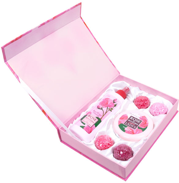 Rose of Bulgaria Подарочный набор № 1: натуральная розовая вода, 230 мл, натуральное мыло ручной работы «Роза», 4*30 г, крем для лица, 100 мл недорго, оригинальная цена