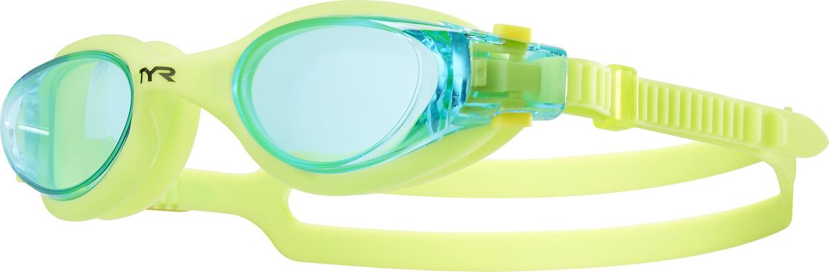Очки для плавания Tyr Vesi Junior, цвет: голубой, салатовый. LGHYBJRLGTRYНовые очки Tyr Vesi Junior для юных пловцов подходят для тренировок и отдыха на открытой воде. Монолитная обтекаемая конструкция очков обеспечивает комфортную и надежную посадку для разных типов лица. Удобная клипса для быстрой индивидуальной подстройки двойного ремешка, который, благодаря свой форме, надежно фиксируется на затылке. Широкий периферический обзор. Мягкий гипоаллергенный силикон. Линзы из поликарбоната с защитой от ультрафиолетовых лучей обработаны антифогом.
