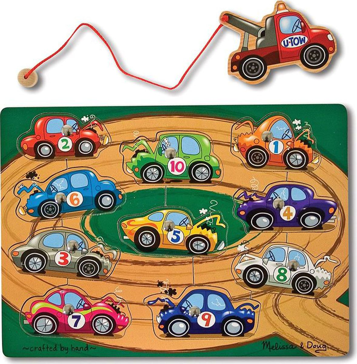 Melissa & Doug Обучающая игра Взять на буксир3777Вызовите буксир! С помощью грузовика берите на буксир десять пронумерованных автомобилей с игрового поля. А потом возвращайте каждый автомобиль на место! Развивает зрительно-двигательную координацию и моторные навыки. Размер в собранном виде: 2,5х23х30,5 см.
