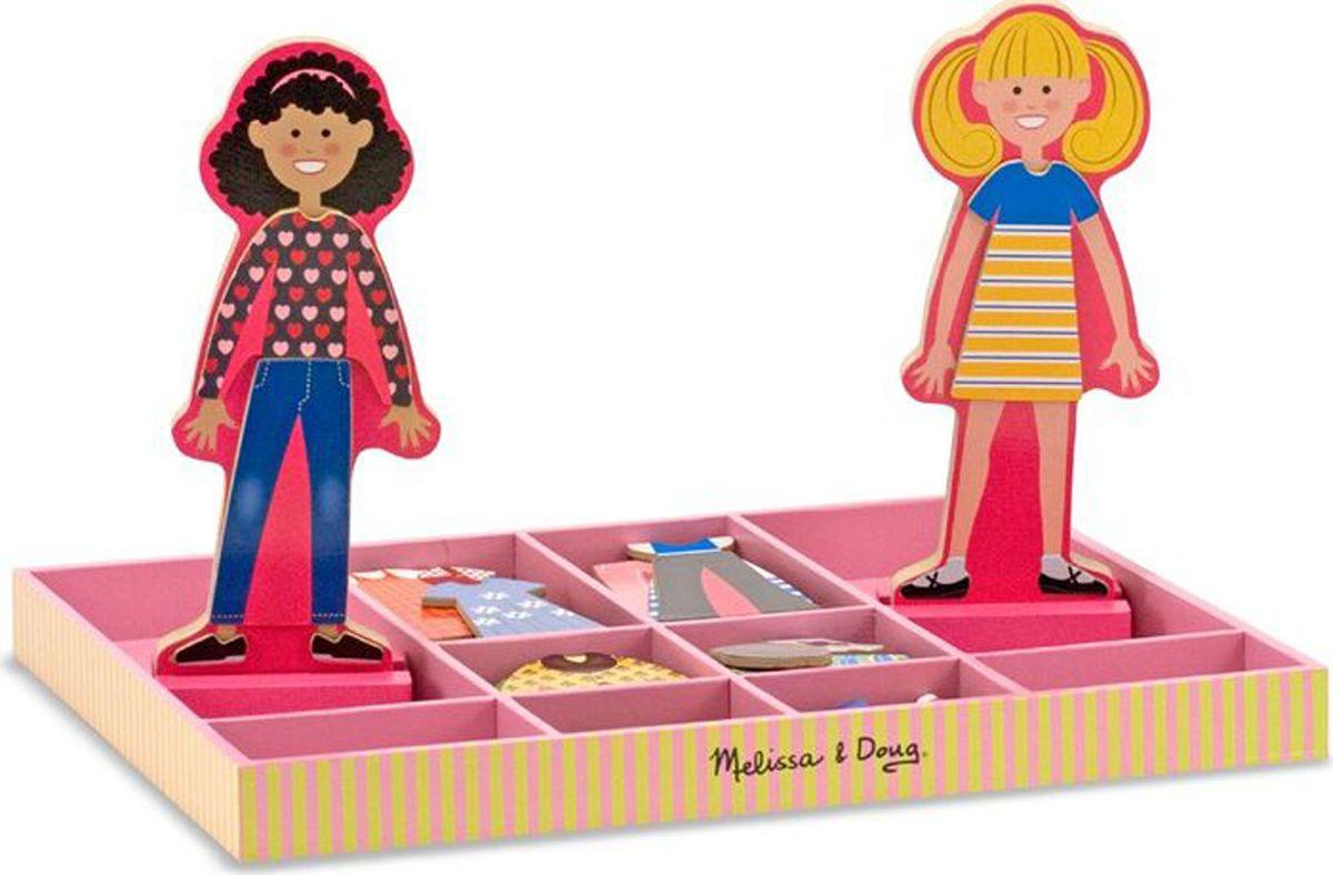 Melissa & Doug Обучающая игра Одень Эббу и Эмму4940Магнитная игра Одень Эббу и Эмму порадует вашу малышку. Девочки любят переодеваться и обмениваться нарядами. Этот набор включает две деревянных, магнитных подруги на деревянной подставке и множество красочных и привлекательных магнитных деревянных нарядов и аксессуаров, необходимое для веселой игры. Уважаемые клиенты! Обращаем ваше внимание на цветовой ассортимент нарядов кукол. Поставка осуществляется в зависимости от наличия на складе.