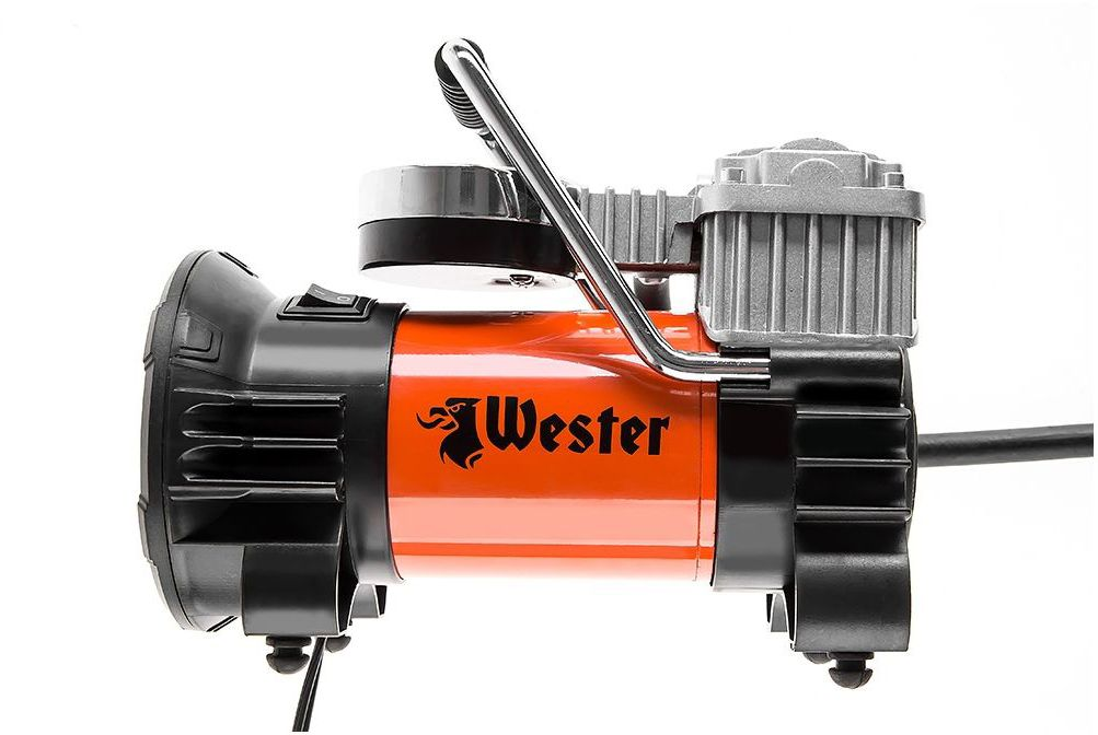 Компрессор автомобильный Wester TC-4035F345033Компрессор Wester TC-4035F предназначен для накачивания шин автомобилей, мотоциклов, велосипедов, а также мячей, бассейнов, лодок и других надувных изделий. Особенности: Работает от сети 12 В и подключается к обычному прикуривателю автомобиля. Мощность 180 Вт. Перегоняет до 35 литров воздуха в минуту. Работает до 35 минут без перерыва. Функциональность: Встроенный манометр замеряет и контролирует давление. Легко заметить, когда пора прекратить подкачку. Встроенный светодиодный фонарик пригодится при работе в полной темноте. Вы без проблем сможете найти ниппель колеса при любом освещении. Удобство: Трехметровый кабель питания позволяет дотянуться до любого колеса автомобиля. Компрессор компактный. Весит меньше 2 кг. Легко помещается в багажник или под сидение. Прорезиненная ручка на корпусе позволяет легко и безопасно переносить компрессор. Даже если корпус нагреется от работы, вы не обожжетесь. Комплектация: Воздушный шланг 90 см. 3 насадки для шин, лодок, игрушек. Сумка для хранения.