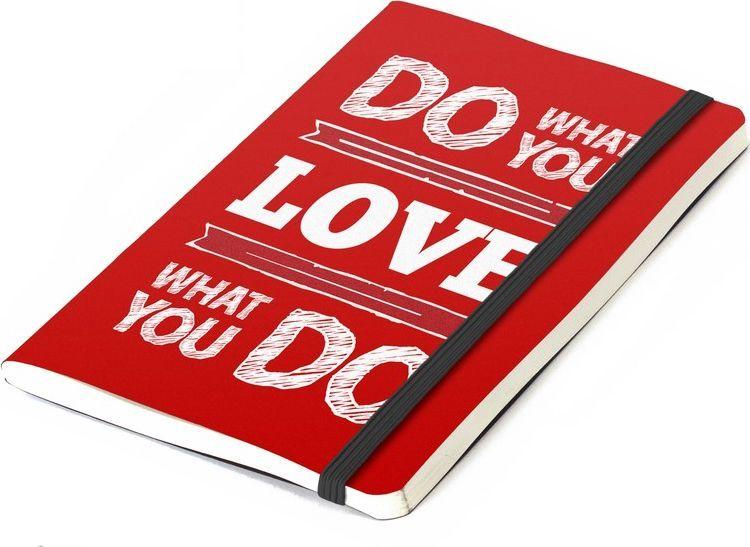 Balvi Записная книжка Inspiration 70 листов цвет красный26355Делайте то, что любите, любите то, что делаете подсказывает нам обложка этой яркой записной книжки Inspiration! Красный цвет, сразу намекающий на любовь, удобный размер записной книжки, который позволит всегда держать его при себе и позитивная надпись – вот что делает этот предмет оригинальным! Подарите его второй половинке, и она будет безгранично рада такому презенту. А может и подарит вам нечто взамен! - Яркий дизайн с позитивной надписью. - Отличный подарок любимому/ой. - Без линовки. Писать или рисовать – одно удовольствие.
