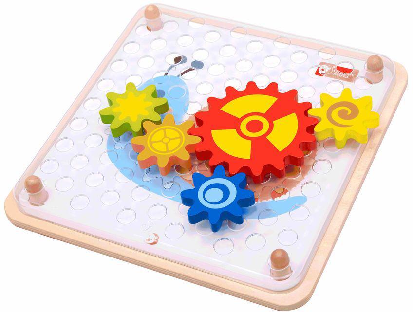 Classic World Мозаика-конструктор Шустрые шестеренки2806Познавательная настольная игра для маленьких исследователей. Набор включает в себя 7 разноцветных и разных по размеру шестерёнок, благодаря которым ребёнок сможет познакомиться с основами механики. Также шестеренки могут послужить счетным материалом, обучить размерам, цветам и формам. В набор входят 5 карточек-заданий, благодаря которым ребёнок сможет собрать занимательные механизмы и запустить свой первый двигатель. Такая игра позволит вашему малышу осознать причинно-следственную связь, то есть логику, а это значит что уже в раннем возрасте он разовьет свои математические способности. Игрушка выполнена из высококачественных материалов, а значит вы будете уверены в безопасности вашего ребёнка.