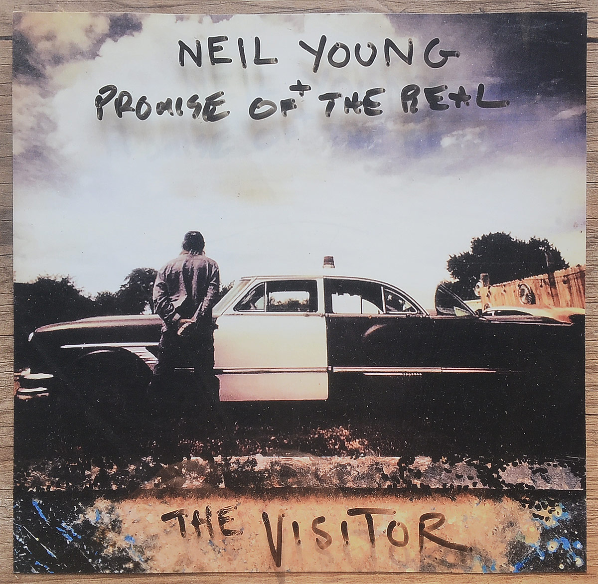 Нил Янг,Promise Of The Real Neil Young, Promise Of The Real. The Visitor (2 LP) цена в Москве и Питере