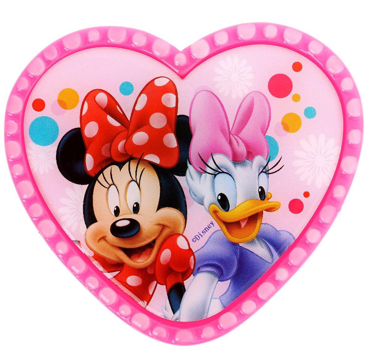 Магнит-рамка Disney Минни и Дэйзи, 6,8 х 6,1 см. 12568481256848;1256848Дарите радость с Disney. Удивите малышей уникальным сувениром с любимым персонажем! Он порадует ребёнка стильным дизайном и ярким исполнением. Красочный акриловый магнит будет долгие годы украшать холодильник или другую металлическую поверхность. Изделие дополнено оригинальной открыткой, где можно написать тёплые слова и сделать маленький подарок более личным. Соберите коллекцию аксессуаров с любимыми героями!