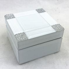 Шкатулка для украшений, цвет: белый, 13 х 13 х 8 см. 79201