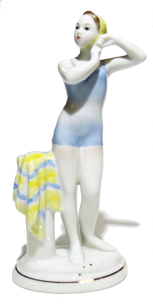 Статуэтка Юная пловчиха. Фарфор, роспись. СССР, ЛФЗ, 1960-е гг. елочная игрушка золотая белочка с зелеными глазами стекло роспись ссср 1960 е годы
