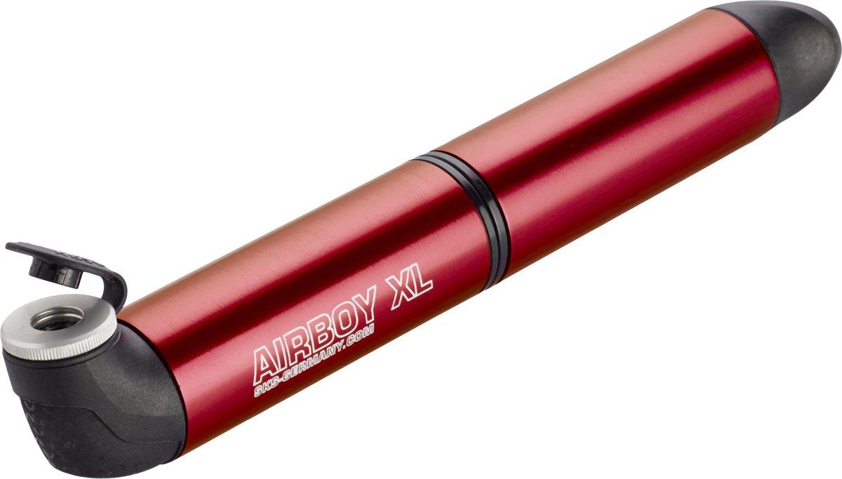 Насос SKS Airboy XL, алюминиевый, 5 bar, цвет: красныйSKS_11306Оригинальный мининасос из семейства SKS снова возвращается в прекрасной форме и с инновационными технологиями. Уникальная конструкция «2 камеры/2 поршня» обеспечивает высокую эффективность этого насоса при его экстремально компактных размерах – он легко поместится в кармане веломайки. Мягкий эргономичный наконечник позволяет комфортно работать с насосом, надавливая на рукоятку ладонью.