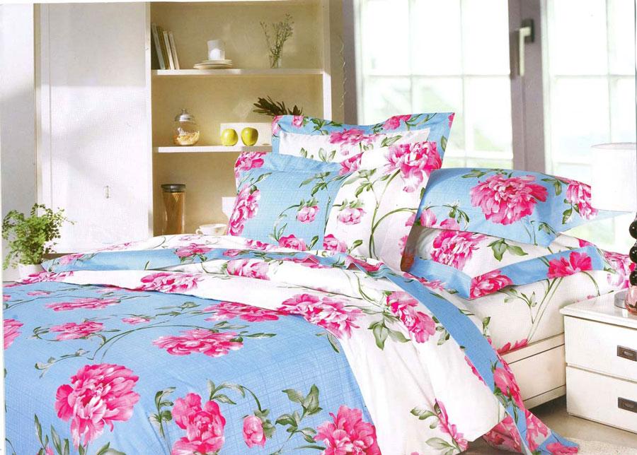 Комплект белья СайлиД Mikayla, евро, наволочки 50x70, цвет: голубой, розовыйsail10781Комплект постельного белья СайлиД состоит из простыни, 2 наволочек и пододеяльника. Он выполнен из сатина. Сатин - прочная и плотная ткань с диагональным переплетением нитей. Хлопковый сатин по мягкости и гладкости уступает атласу, зато не будет соскальзывать с кровати. Сатиновое постельное белье легко переносит стирку в горячей воде, не выцветает. Прослужит комплект из обычного сатина меньше, чем из сатина повышенной плотности, но дольше белья из любой другой хлопковой ткани. Сатин приятен на ощупь, под ним комфортно спать летом и зимой. Наволочки с декоративным кантом особенно подойдут, если вы предпочитаете класть подушки поверх покрывала. Кайма шириной 5-10 см с трех или четырех сторон делает подушки визуально более объемными, смотрятся они очень аккуратно, даже парадно. Еще такие наволочки называют оксфордскими или наволочками «с ушками».