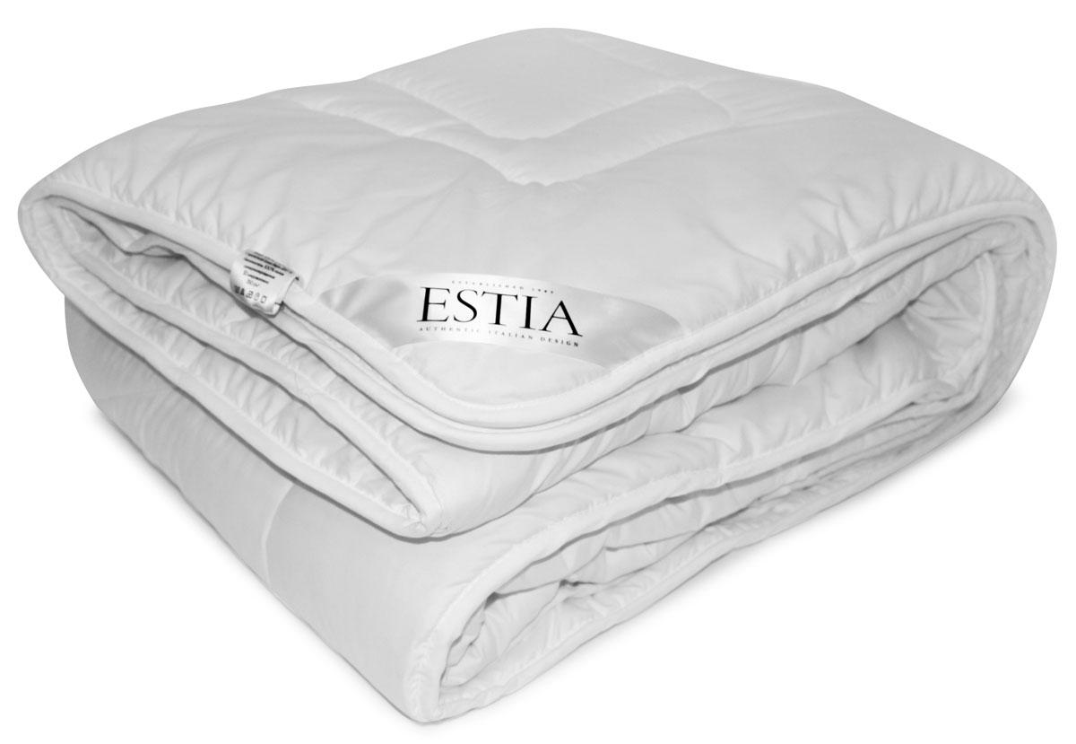Одеяло Estia Силенсио, наполнитель: микрофайбер, 140 х 200 см99.62.90.0002Одеяла СИЛЕНСИО легкие, мягкие, шелковистые из инновационного материала (полого силиконизированного 3D волокна), которые отлично согревают, сохраняют объем и пышность, при этом, легко стираются и быстро сохнут в домашних условиях, что обеспечивает высокую гигиеничность и гипоаллергенность изделию. Ткань чехла - это прочная и практичная ткань микрофибра, которая пропитана гелем Алое Вера. Гель Алое Вера содержит большое количество полезных для здоровья витаминов, микроэлементов и аминокислот, что в целом положительно влияет на здоровье человека во время сна.