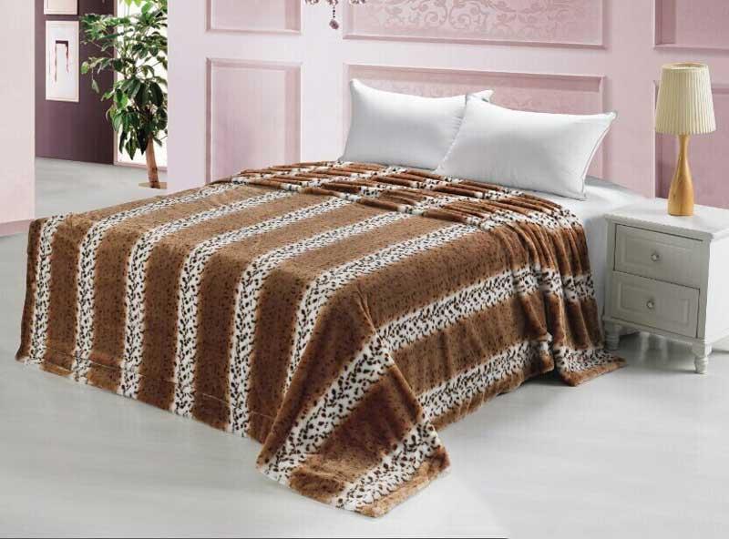 Покрывало Tango Норка светлая, цвет: бежевый, коричневый, 240 х 260 смtan102609Плед (покрывало) из искусственного меха непременно станет ярким акцентом в интерьере. С его помощью можно красиво и уютно оформить кровать, диван или кресло. Пледы (покрывала) из искусственного меха имитируют мех различных животных, имеют мягкую, приятную на ощупь подкладку под замшу.Пледы (покрывала) смотрятся богато и изысканно, способны создать атмосферу спокойствия и уюта, как в загородном доме, так и в городской квартире. За пледом (покрывалом) из искусственного меха проще ухаживать, чем за натуральным.Размер изделия 240 х 260 см.