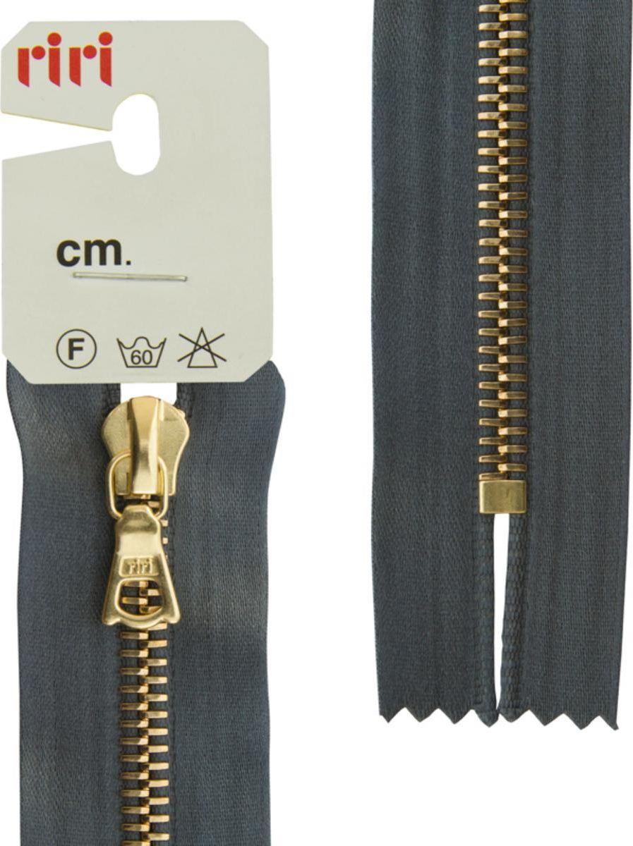 Молния Riri Gold, неразъемная, на атласной тесьме, цвет: серый (2121), 18 х 0,6 см3653226/18/2121Молния металлическая, Gold, неразъемная, на атласной тесьме, 6 мм, 18 см, цвет 2121, серый стальной.На обратной стороне выбит фирменный логотип riri. Звено и бегунок имеют цвет золотистого покрытия, нанесенное гальванопокрытием. Бегунок RIRI представляет собой монотело. Сопротивление разрыву замка и подвески на замке в 2 раза больше, чем на аналогичных изделиях других производителей! Процесс обработки зубцов для металлических молний RIRI гальванопокрытием предотвращают окисление зубцов. На каждой молнии с обратной стороны нанесен номер цвета и длина.Характеристики:Вид: карманнаяТип: неразъемнаяФункция слайдера: автофиксацияТип слайдера: FLASHДлина молнии: 18 см Ширина звеньев: 6 мм Цвет: серый