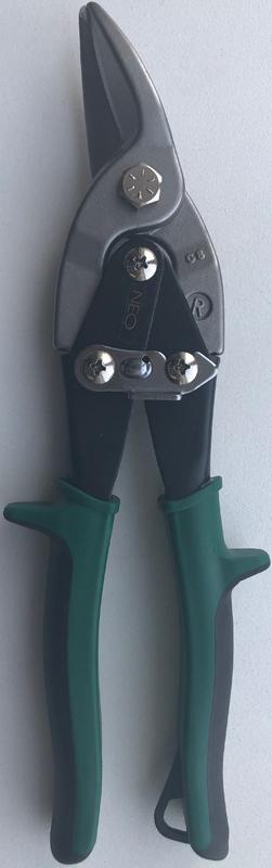 Ножницы по металлу Neo, правые, 25 см31-055Ножницы по металлу Neo изготовленные из инструментальной стали, с двухрычажной системой для облегчения реза предназначены для правого реза листового металла. Насечки на режущих кромках не позволяют обрабатываемому материалу выскальзывать. Для удобства хранения и транспортировки имеется запорный механизм, который удерживает режущие кромки ножниц в закрытом положении. Характеристики: Материал: хром-молибден. Размеры ножниц: 25 см х 8 см х 3 см. Размеры упаковки: 31 см х 8 см х 3 см.
