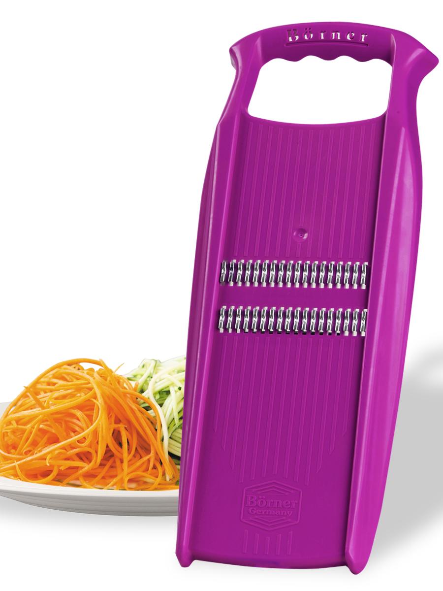 Овощерезка Borner Роко (корейская морковь) модель Prima, цвет: фиолетовый3580602Овощерезка Роко модельного ряда «ПРИМА» делает нарезку, которую мы традиционно называем корейская морковь, а европейцы называют жюльен. Это особый способ нарезки тонкой соломкой, даёт наиболее нежную консистенцию и ускоряет готовность блюда. Роко делает несколько видов нарезки: тонкая длинная соломка толщиной 1,6 мм (классическая корейская морковка), тонкая короткая соломка (приготовление нежных салатов из редиса, огурца, моркови, яблока, перца, подготовка овощей для пережарки), мелкая крошка (шинковка лука или капусты для пирожков, котлет, зраз), мелкая стружка (натирание сыра для пасты или шоколада для тортов). Важная особенность: для классической нарезки корейская морковь рекомендуется резать только в одном направлении и работать обязательно с плододержателем (продаётся отдельно). Так же рекомендуем установить тёрку на специальный судок (продаётся отдельно).