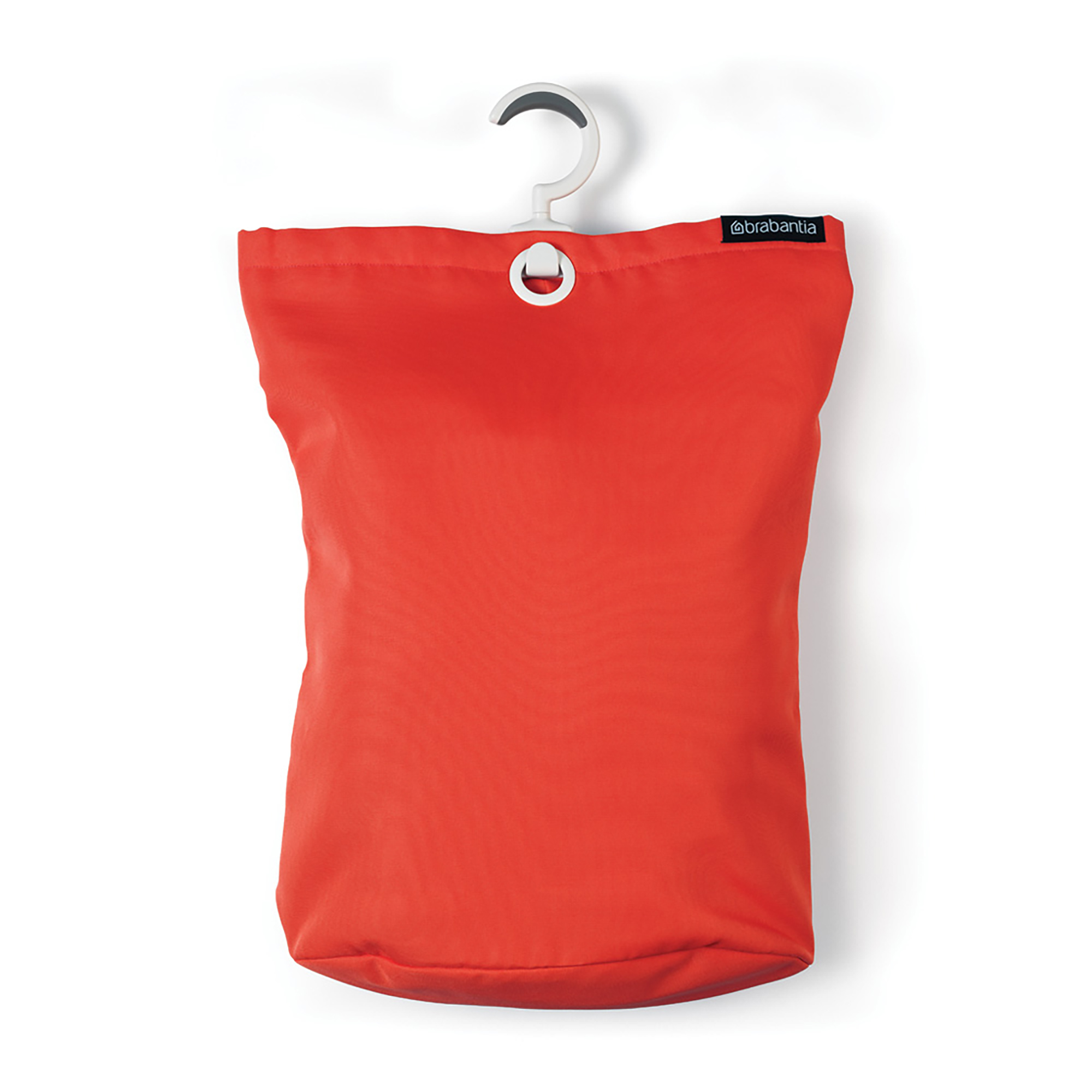 Сумка для белья Brabantia, подвесная, цвет: красный. 106088106088Порой грязное белье можно найти в самых неожиданных местах! Вешаем сумку для белья в каждой комнате, и получаем идеальный порядок! Собрались стирать? Относим сумку к стиральной машине и выгружаем белье, перевернув за специальную петельку, расположенную на дне сумки. Вот так просто – на раз, два, три. • Экономия места: легко подвешивается на ручку двери, бельевую веревку и т.п. – большой вращающийся крючок с нескользящей поверхностью. • Большая вместимость – до 35 литров. • Удобно выгружать белье – специальная петля на дне сумки.