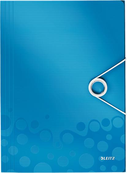 Leitz Папка на резинке WOW цвет синий45990036Высококачественная папка с 3-мя клапанами, выполненная в яркой палитре WOW, двуцветная. Идеально подходит для повседневного хранения документов и отдельных бумаг.Папка-короб на резинке Leitz BeBop формата А4 изготовлена из полипропилена, толщиной 0,7 мм, синего цвета с рисунком. Справа по центру расположена резинка, которая фиксируется на кольцеобразный металлический держатель. Вмещает до 150 листов стандартной плотности, ширина корешка - 15 мм.