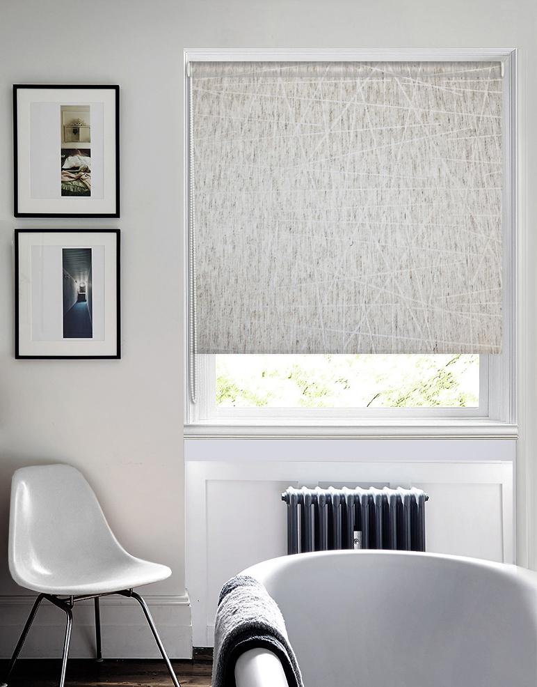 Штора рулонная Эскар Алмаз, цвет: светло-бежевый, ширина 57 см, высота 160 см38036057160Рулонными шторами можно оформлять окна как самостоятельно, так и использовать в комбинации с портьерами. Это поможет предотвратить выгорание дорогой ткани на солнце и соединит функционал рулонных с красотой навесных. Преимущества применения рулонных штор для пластиковых окон: - имеют прекрасный внешний вид: многообразие и фактурность материала изделия отлично смотрятся в любом интерьере; - многофункциональны: есть возможность подобрать шторы способные эффективно защитить комнату от солнца, при этом она не будет слишком темной. - Есть возможность осуществить быстрый монтаж. ВНИМАНИЕ! Размеры ширины изделия указаны по ширине ткани! Во время эксплуатации не рекомендуется полностью разматывать рулон, чтобы не оторвать ткань от намоточного вала. В случае загрязнения поверхности ткани, чистку шторы проводят одним из способов, в зависимости от типа загрязнения: - легкое поверхностное загрязнение можно удалить при помощи канцелярского ластика; - чистка от пыли производится сухим методом при помощи пылесоса с мягкой щеткой-насадкой; - для удаления пятна используйте мягкую губку с пенообразующим неагрессивным моющим средством или пятновыводитель на натуральной основе (нельзя применять растворители).