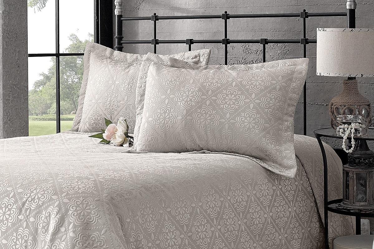 """Комплект для спальни Karna """"Afrodit"""": покрывало 260 x 260 см, 2 наволочки 50 х 70 см, цвет: бежевый"""