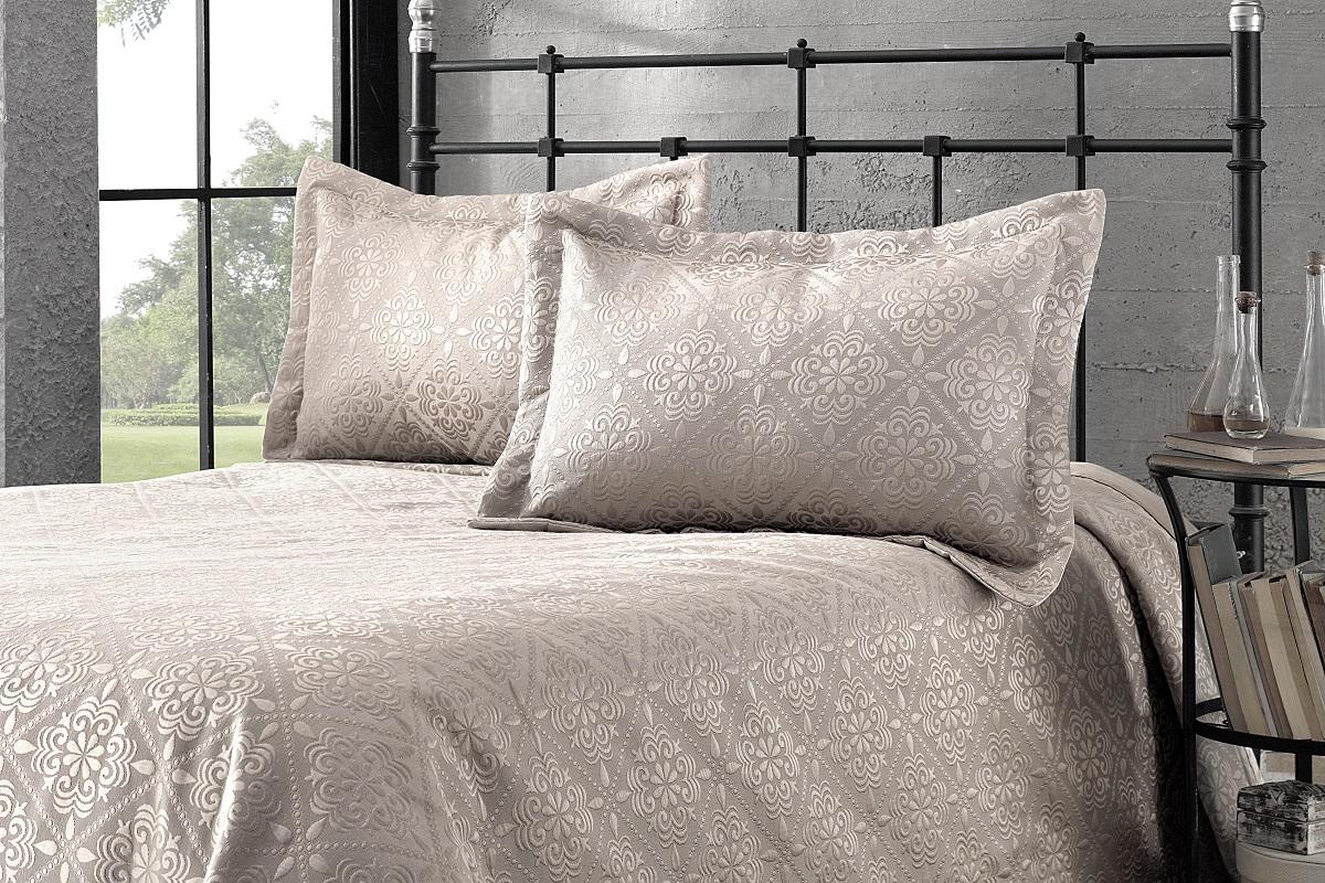 """Комплект для спальни Karna """"Afrodit"""": покрывало 260 x 260 см, 2 наволочки 50 х 70 см, цвет: светло-коричневый"""