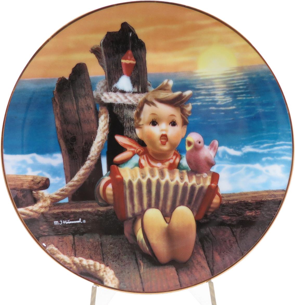 Декоративная коллекционная тарелка Нежные Друзья: Давайте петь. Фарфор, деколь, золочение, США, Хуммель, Danbury Mint, 1991 декоративная тарелка danbury mint официальные парусники дания фарфор деколь золочение сша 1980
