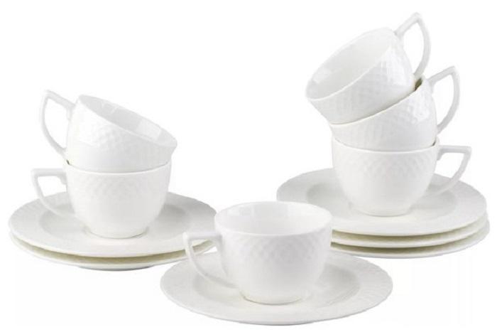 Набор кофейный Wilmax, 12 предметовWL-880107-JV / 6CНабор Wilmax состоит из кофейных чашек и блюдец, выполненных из высококачественного фарфора. Глазурованное покрытие обеспечивает легкую очистку. Белизна и прочность материала достигаются благодаря добавлению в состав фарфора магния и алюминия, а гладкость и роскошный блеск - результат особой рецептуры глазури. Изделия обладают низкой водопоглощаемостью, высокой термостойкостью и ударопрочностью, а также экологичностью и долговечностью. Оригинальный дизайн и качество исполнения сделают такой набор настоящим украшением стола. Он удобен в использовании и понравится каждому. Можно мыть в посудомоечной машине и использовать в микроволновой печи. Объем чашек: 90 мл. Рекомендуем!