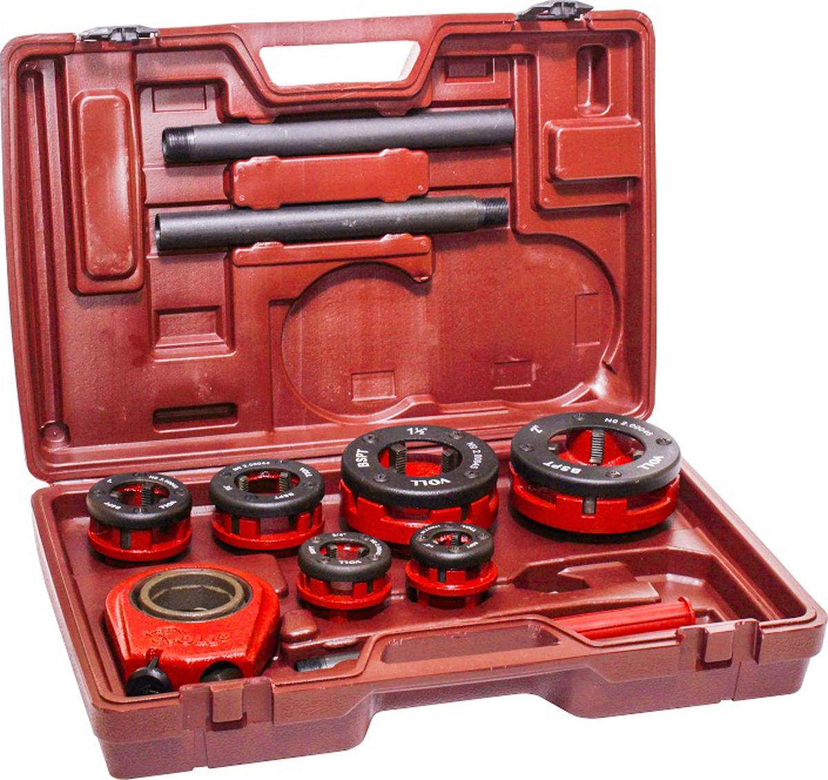 Клупп ручной Voll V-Cut, 22.00013Ручной клупп V-Cut 2 Ручной резьбонарезной клупп V-Cut 2 предназначен для быстрой и точной нарезки резьбы на стальных водопроводных и газопроводных трубах. Оптимальный выбор для сантехников и небольших монтажных и ремонтных бригад. Отличительные особенности: - легкая и прочная трещётка с реверсом; - разборная рукоятка; - надежная фиксация резьбонарезной головки в трещетке с помощью пружинного стопорного кольца; - удобен и легок в работе благодаря эргономичной конструкции; - малый вес. Технические характеристики Тип резьбы BSPT (трубная коническая резьба), правая Вес 4,5 кг В набор входят следующие комплектующие: - трещётка с рукояткой; - резьбонарезные головки 1/2, 3/4, 1, 1 1/4, 1/2, 1 1/2, 2; - пластмассовый чемодан;