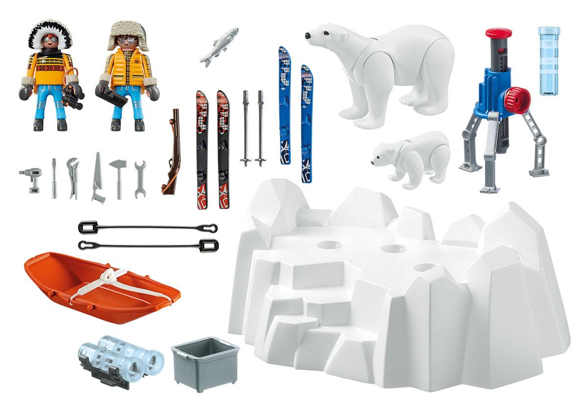 Playmobil Игровой набор Полярная экспедиция Исследователи Арктики с полярными медведями9056pmСовременные родители предпочитают покупать своим детям игрушки, которые совмещают в себе безопасность, высокое качество и приемлемые цены. Также важно, чтобы игрушки были развивающими. Главное при этом — не навредить ребенку и приобретать игрушки по возрасту. Но ведь дети так быстро растут и им надоедают одни и те же игры. Немецкая компания Playmobil прекрасно это понимает и поэтому предлагает такие игрушки, которые будут интересны ребенку, начиная от 1,5 лет и старше. Игрушки для самых маленьких от компании Playmobil можно использовать на улице и даже в ванной. При этом, игрушки для самых маленьких могут сочетаться с другими наборами Playmobil для детей более старшего возраста, помогая разнообразить игру и сделать ее намного интереснее. Так можно создать целый удивительный мир в комнате ребенка, пополняя его новыми элементами и игрушками. Именно в этом заключается преимущество игровых наборов для самых маленьких. Это не просто отдельные игрушки, которые ребенок со временем забросит в дальний угол — это элементы целой вселенной, которую можно создавать на протяжении долгих лет, каждый раз добавляя в нее что-то новое. Такой процесс увлечёт ребенка и поможет в развитии фантазии. Ведь для того, чтобы игра не наскучила, необходимо применять изобретательность и творческие способности. Одной из главных особенностей детских игровых наборов является высочайшее качество Playmobil. Все игрушки изготавливаются исключительно в Европе и соответствуют международным требованиям качества и б...