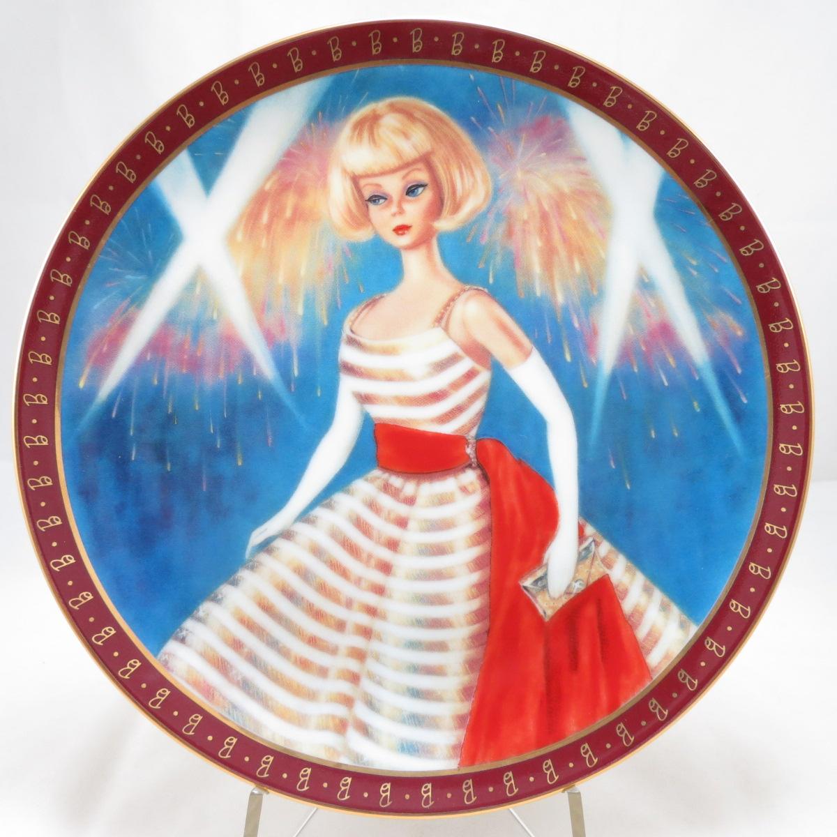 Декоративная коллекционная тарелка Кукла Барби. Высокая Мода: Барби 1965 года. Праздничный Танец. Фарфор, деколь, золочение. США, Danbury Mint, Сьюзи Мортон, 1990 декоративная коллекционная тарелка кукла барби высокая мода барби 1959 года невеста фарфор деколь золочение сша danbury mint сьюзи мортон 1990