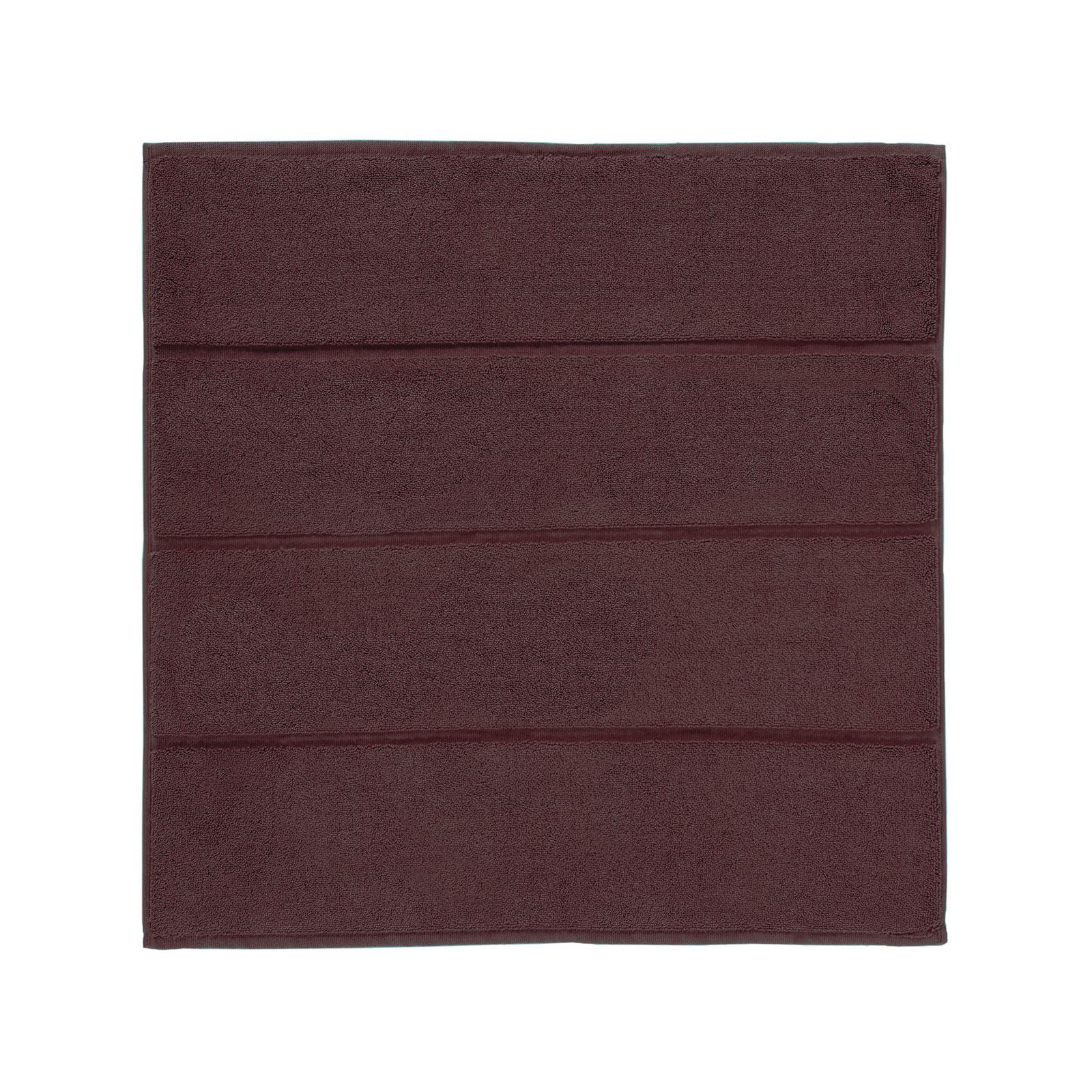 Коврик для ванной ACCENT 60x60ADABMB-354- Плотность: 1450 гр/м2. Материал:100% Акрил с ворсом. Внутренняя сторона: латексное напыление. Плотность: 1450 гр/м2. Цвет: аквамариновый. Размер: длина 60, ширина 60. Aquanova- бельгийский бренд, представляющий стильные аксессуары и текстиль для ванной и дома. Это те необходимые предметы, которые делают дом уютным, отражая индивидуальный характер хозяина. Философия бренда – We love to create the look you like – вдохновляет на создание в доме своего собственного, неповторимого стиля. Дизайнеры бренда Aquanova особенно тщательно продумывают цветовые сочетания аксессуаров для ванной и текстиля, материалы и дизайн предметов: какую бы коллекцию вы ни выбрали, она с лёгкостью впишется в ваш интерьер. Привычные дозатор для мыла, стакан для зубных щеток или корзина для белья в исполнении бренда Aquanova превращаются в поистине дизайнерские предметы, которые придадут вашему дому особый стиль.