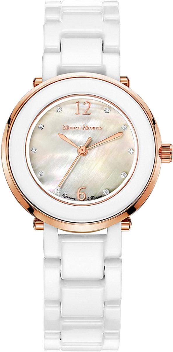 Часы Mikhail Moskvin 1193S18B21193S18B2Не полюбить их простые и выверенные черты этих часов невозможно. Благодаря сдержанному вневременному дизайну, разработанному проектировщиками Угличского часового завода, они будут уместны в любой ситуации. Корпус диаметром 33 мм и браслет изготовлены из белой высокотехнологичной, устойчивой к царапинам, керамики. Элегантности добавляет тонкий золотой ободок, гармонирующий с тонкими стрелками и арабскими цифрами циферблата. Часовые индексы – фианиты светятся на мерцающем перламутровом поле циферблата. Высокоточный японский кварцевый механизм, производства фирмы Miyota Sitizen, оснащен часовой, минутной и секундной стрелками. Срок службы элемента питания 3 года. Браслет комплектуется надежной застежкой-бабочкой. Модель привлекает своим сдержанным дизайном, в котором органично сочетаются технологичность и строгость. Рекомендации по уходу: Все работы по обсуживанию и замене элементов питания рекомендуется осуществлять в мастерских по ремонту часов Рекомендации по использованию: Оберегайте часы от падения, колебаний температуры, воздействия влагии химических продуктов.