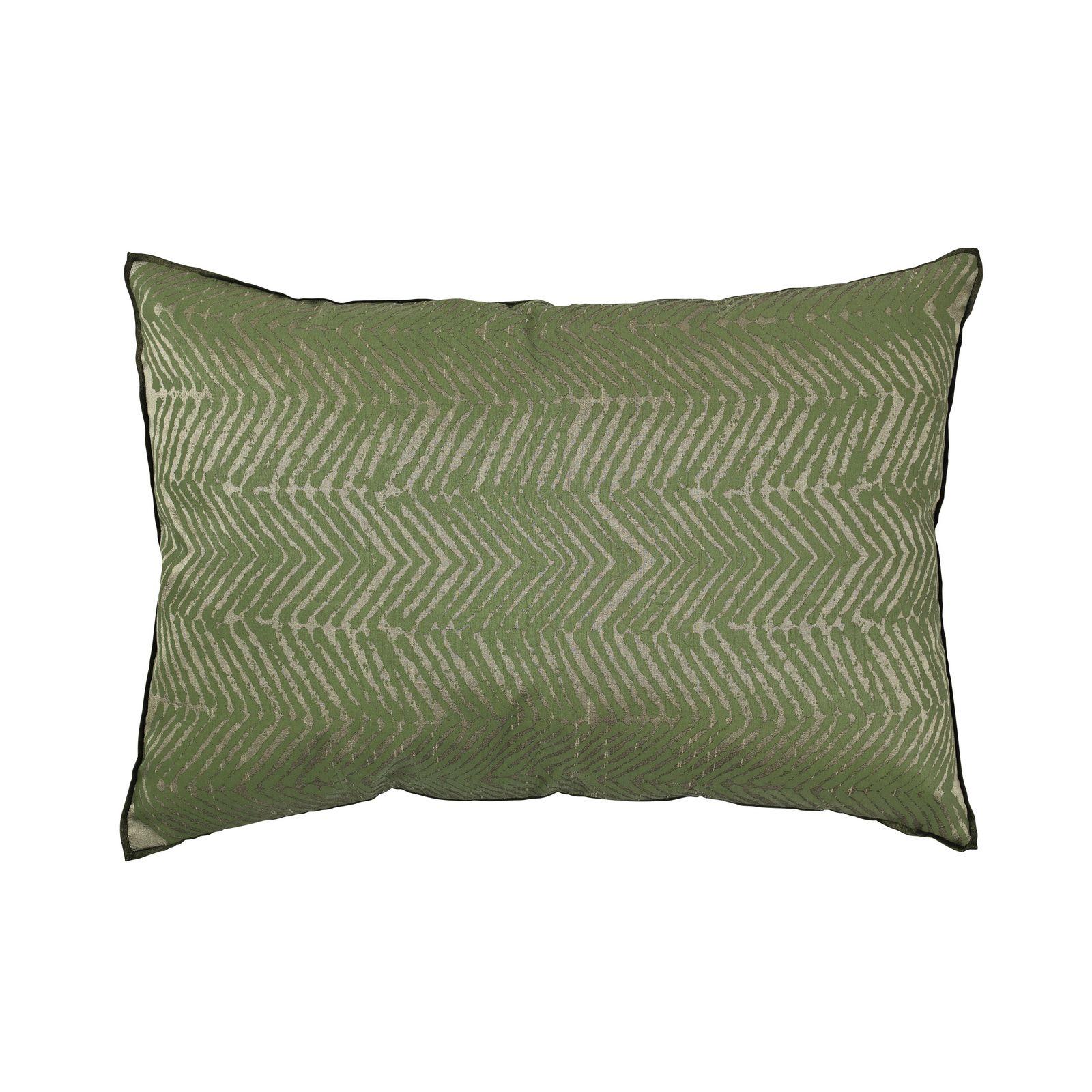 Наволочка декоративная Broste Herringbone, цвет: зеленый, 60х40 см. 7012069670120696Материал: 100% Полиэстер. Размер: Длина 60,ширина 40. Цвет: Зеленый. Машинная стирка при 30°. Broste Copenhagen — это больше, чем предметы декора для интерьера, это стиль жизни, которым компания щедро делится со всеми. Бренд был основан в Копенгагене в 1955 году и сразу заявил о себе высоким качеством материалов и уже ставшим культовым скандинавским стилем. Многие товары выполнены вручную, что придаёт им особенную неповторимость и качество. Традиционный скандинавский дизайн и современные тенденции производства – вот сочетание, заложенное в основу успешности этого старинного датcкого бренда.