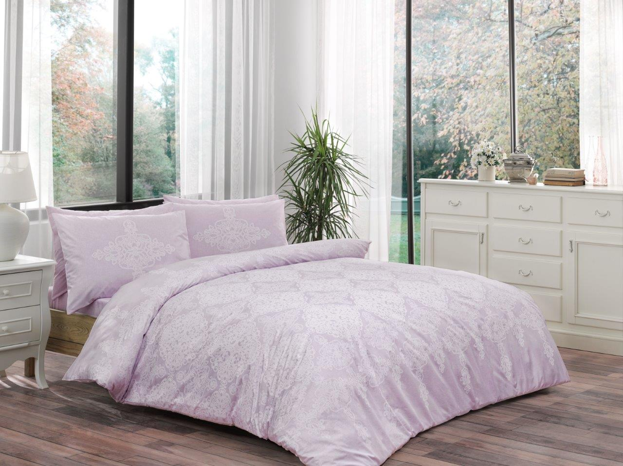 Комплект белья ТАС Blanche, 1,5-спальный, наволочки 50x70, цвет: лиловый. 4080-454294080-45429Сочетание для счастливой жизни в счастливом доме. Ранфорс-Хлопчатобумажная ткань полотняного переплетения нитей. Ранфорс – плотная, в тоже время мягкая ткань, похожая на бязь. Идеально поддерживает естественный температурный баланс тела. Легко впитывает влагу (до 20% своего веса), оставаясь при этом сухой на ощупь. Очень устойчива к частым стиркам.Бесценная забота о тех, кто Вам дорог.