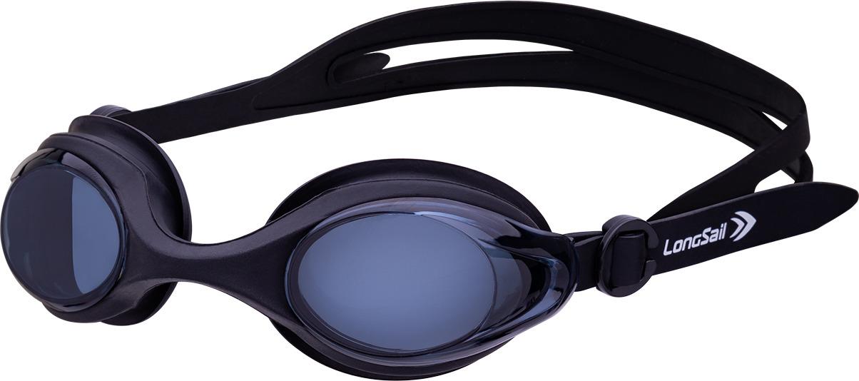 Очки для плавания Longsail Motion, цвет: черный, серый. L041647L041647Подростковые плавательные очки с долговечной литой оправой. Мягкий силиконовый уплотнитель и двойной регулирующийся ремешок обеспечивает удобную посадку. Чтобы очки для плавания не запотевали во время тренировки, поликарбонатные линзы с внутренней стороны покрыты антизапотевающим составом (anti-fog). UV-фильтр на линзах защищает глаза от воздействия UV-излучения при плавании в открытых бассейнах и водоемах. Линзы серого цвета подавляют яркие блики от воды без искажения изображения.
