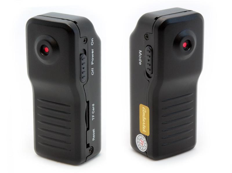 Видеорегистратор Ambertek MD80XL72204Мини камера Ambertek MD80 XL представляет собой доработанные по многочисленным просьбам наших покупателей классические модели мини видеокамер Ambertek MD80 и Ambertek MD80SE. Во-первых, специально для Ambertek MD80 XL был создан корпус из высокопрочного противоударного матового пластика, который, обеспечивает легкий вес, присущий модели Ambertek MD80, и, в то же время, гарантирует надежную защиту при падении, аналогично модели Ambertek MD80 SE, обладающей металлическим корпусом. Во-вторых, за счет использования аккумулятора большей емкости (900 мАч), а также оптимизации всей схемы работы, удалось увеличить время работы практически в 10 раз – до 10 часов от одного заряда аккумулятора! В-третьих, использование нового высокочувствительного микрофона позволило решить так часто возникающую у предыдущих моделей проблему с громкостью звука при записи. Также мы добавили так часто необходимый нашим покупателям режим диктофона – Вы можете при необходимости производить запись (только звука), не доставая мини видеокамеру. Надеемся Вы по достоинству оцените качество, функциональность и, что немаловажно, отличную цену нашей новой мини видеокамеры, которую мы создали специально для Вас! Хотим еще раз напомнить Вам, что с помощью портативных зарядных устройств Вы можете зарядить мини камеру в любом месте в любое время, а, учитывая наличие у данной мини камеры функции записи в процессе зарядки, Вы сможете увеличить время ее непрерывной работы до 30-40 раз!Гарантия на продукцию Ambertek - 1 го...