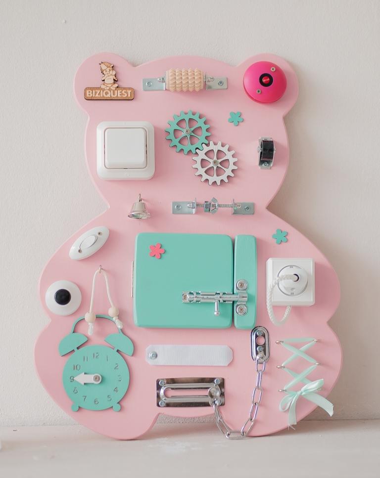 Бизиборд Мишка, цвет: розовый бэмби бэмби бизиборд замочки деревенский двор