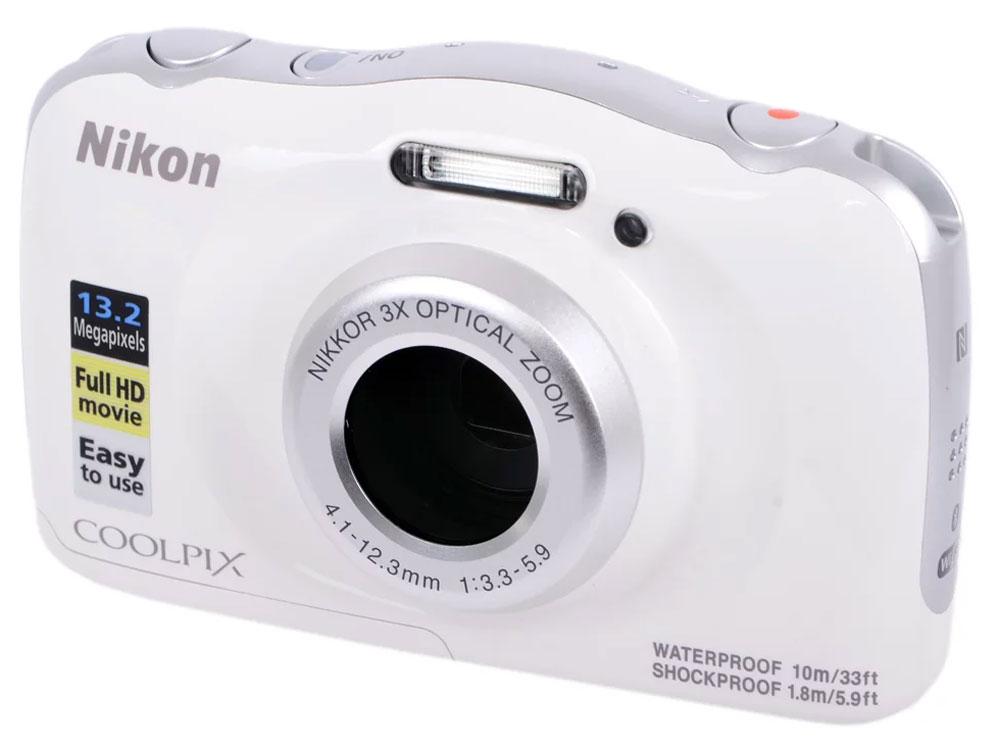 лучшая цена Компактная фотокамера Nikon CoolPix W100, цвет: белый + рюкзак