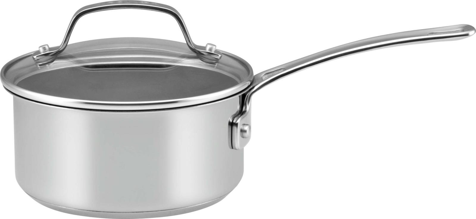 Сотейник Circulon Genesis с крышкой, 1,4 л77876GCСотейник c крышкой отлично подойдет для приготовления соусов, горячего шоколада, яиц или разогревания небольших порций любимых блюд. Ударопрочная стеклянная крышка и удобная ручка, которая не нагревается во время использования. Особенности:- объем 1,4 л - выдерживает температуру до 260°- надежное антипригарное покрытие- можно мыть в посудомоечной машине- подходит для любых видов плит- можно использовать металлические лопатки и ложкиGenesis — коллекция кастрюль и сковород, которые незаменимы на любой кухне. Это идеальное сочетание надежности и эргономичности. Посуда выполнена из нержавеющей стали с внутренним слоем из алюминия и антипригарным покрытием с кольцевым рифлением TOTAL®, которое не содержит PFOA и устойчиво к повреждениям даже от металлических приборов. 3-х слойная технология обеспечивает равномерное распределение жара по всей поверхности. С посудой Circulon легко и приятно готовить полезные блюда даже начинающим кулинарам.
