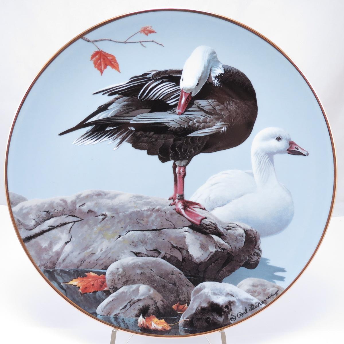 """Декоративная тарелка """"Американские Водоплавающие Птицы: Белый гусь"""". Фарфор, деколь, золочение. США, The Hamilton Collection, Род Лоуренс, 1988"""