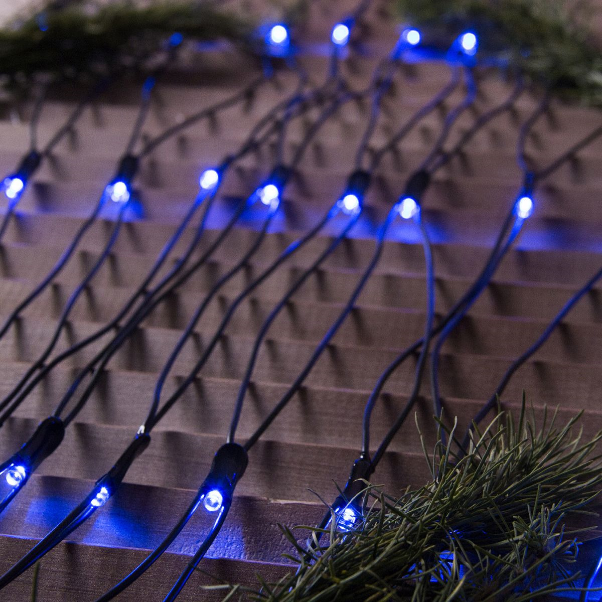 Гирлянда уличная Luazon Lighting Сеть, УМС, нить темная, цвет: синий, 384 LED, 2 х 3 м гирлянда уличная luazon lighting сеть умс нить прозрачная цвет разноцветный 192 led 2 х 1 5 м