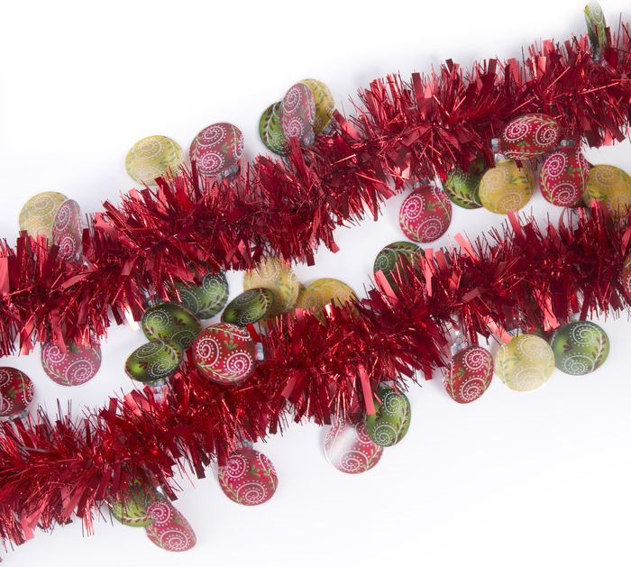 Мишура новогодняя Magic Time, с елочными шарами, цвет: красный, 8 х 200 см. 78844 цена
