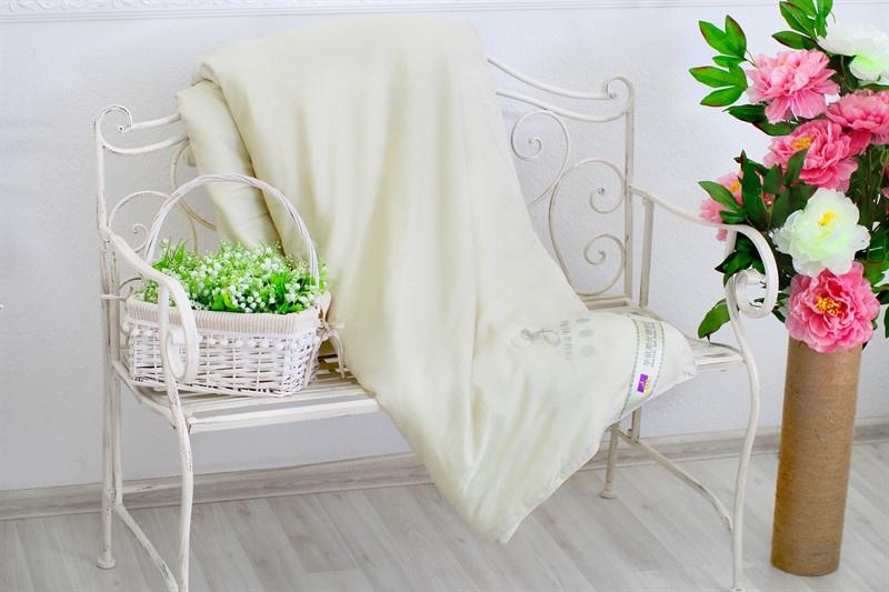 цена Одеяло HUAYISI одеяло шелковое, светло-зеленый онлайн в 2017 году