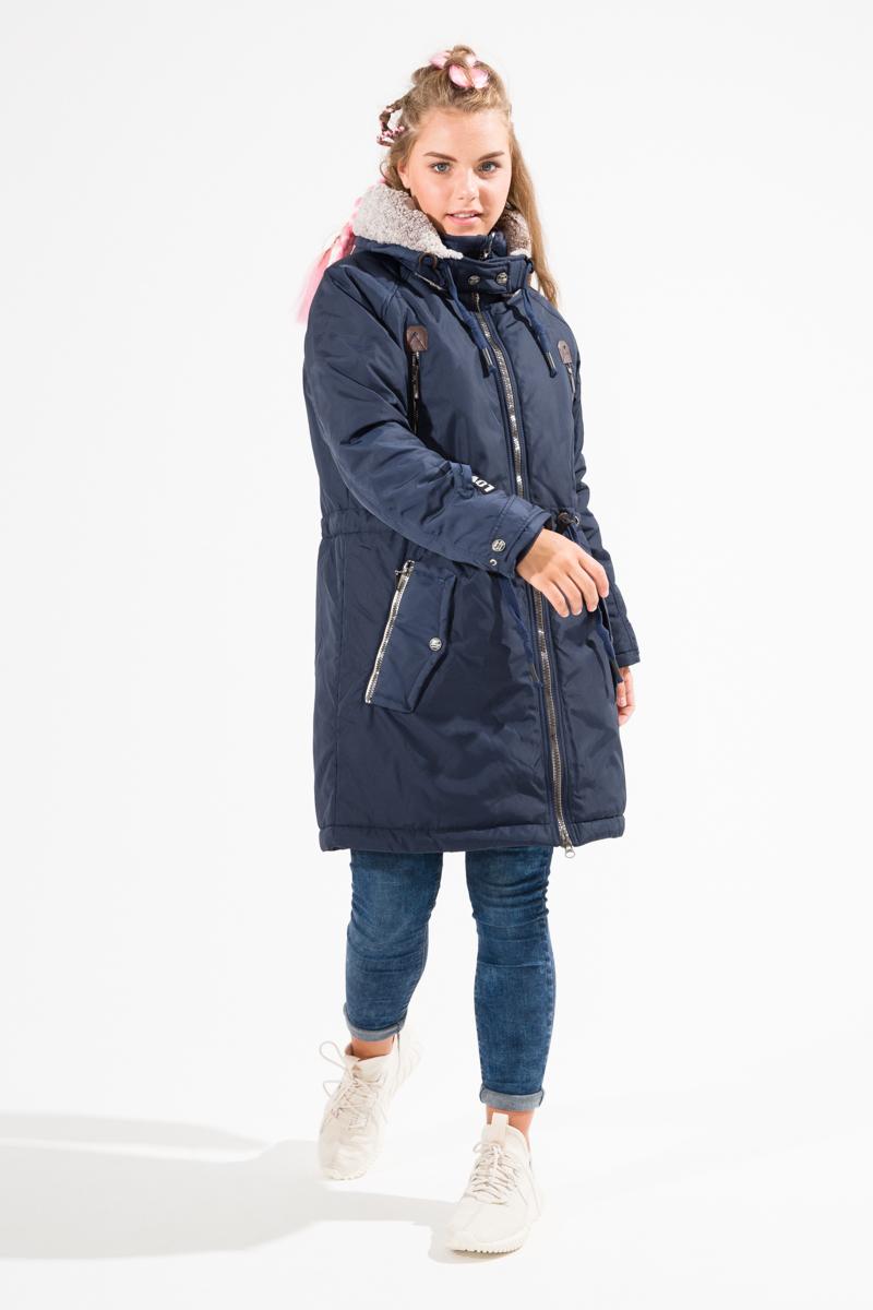 Куртка для девочки Alpex, цвет: темно-синий. КД1056. Размер 170/176КД1056Парка утепленная, сезон еврозима (от 0 до - 8). Ткань верха прочная, имеет влагонепроницаемое покрытие DWR. Утеплитель гипоаллергенный Холлофайбер 200 грамм. Подкладка Хлопок 100%, дышащая ткань. Внутренние утяжки с фиксаторами по талии и низу изделия. Внутренний манжет в рукавах из хлопка от ветра и влаги. Капюшон съемный на молнии, дополнительно утеплен невероятно нежным и мягким на ощупь мехом. Карманы на молнии. Застежка на двойную молнию с подпланкой. ПРИ ЗАКАЗЕ ОБРАЩАЕМ ВАШЕ ВНИМАНИЕ ОРИЕНТИРОВАТЬСЯ НА ТАБЛИЦУ РАЗМЕРОВ В КАРТОЧКЕ ТОВАРА. ПАРКА ПОЛНОРАЗМЕРНАЯ. КАЧЕСТВО ALPEX - проверенное десятилетиями!