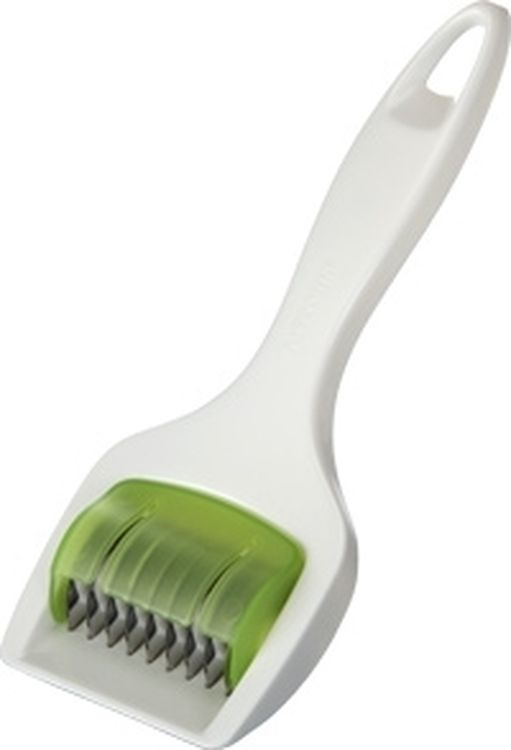 Нож для нарезки зелени Tescoma Presto420628Нож Tescoma Presto идеально подходит для легкой и быстрой нарезки зелени и пряностей. Лезвия изготовлены из первоклассной нержавеющей стали. Пластиковая рукоятка эргономичной формы позволит комфортно и безопасно нарезать зелень. Можно мыть раскрытым в посудомоечной машине. Внимание! Лезвия очень острые, при нарезке всегда используйте защитный вкладыш и будьте очень внимательны. Диаметр лезвия: 3 см. Ширина рабочей поверхности: 5 см.