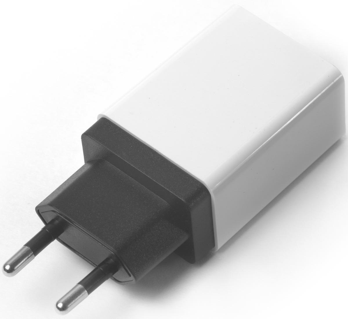 Сетевое зарядное устройство Greenconnect GCR-1P35AUSB Qualcomm на 3,5 A, цвет: черный, белый цена и фото