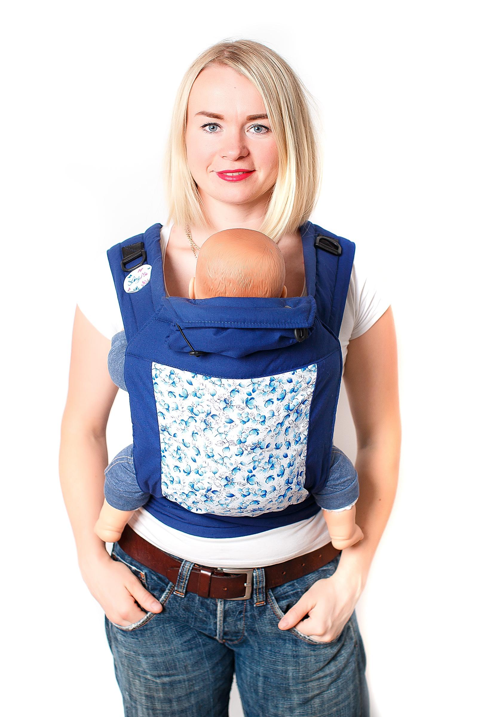 Май-слинг SlingMe Гжель, 005-063005-063Стильные уютные май-слинги от SingMe – идеальное решение для ношения малыша: с рождения и до того момента, пока вам нужен слинг (рассчитаны на вес до 25 кг). Для мамы: · Мягкие простеганные лямки. · Прошитое синтепоном увеличение спинки в виде трапеции позволяет безопасно и комфортно носить в слинге даже новорожденных. · Подголовник-капюшон фиксируется с помощью кнопок и при необходимости может быть отстегнут. Также капюшон можно аккуратно свернуть и закрепить с помощью вшитых резиночек. · Май-слинг имеет универсальный размер от 42 до 52, поэтому может использоваться всеми членами семьи. · Неповторимые расцветки авторских тканей. Для ребенка: · Подголовник-капюшон комфортно поддерживает голову ребенка во время сна. А также позволяет незаметно для окружающих кормить ребенка грудью.