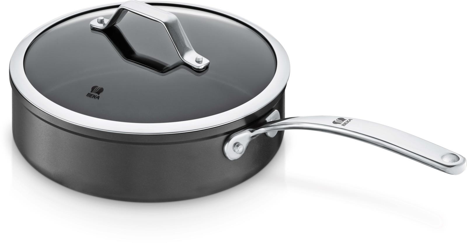 Сковорода Beka Titan, с антипригарным покрытием, цвет: черный. Диаметр 24 см. 1324413244Прочный кованый алюминиевый корпус с высококачественным покрытием обеспечивает превосходную теплопроводность. Отличная теплопроводность - дно изготовлено по технологии «Full induction». Толщина корпуса - 2,3 мм, толщина дна - 5 мм. 3-слойное антипригарное покрытие Bekadur Dualforce (тефлон и керамика) - непревзойденные антипригарные свойства и прочность. 100% безопасность - покрытие не содержит перфтороктановую кислоту (ПФОК).Кованый корпус из высококачественного алюминия - высокая теплопроводность, позволяющая экономить энергию и время. Надежная клепаная ручка из нержавеющей стали. Прочная стеклянная крышка позволяет контролировать процесс приготовления. Совместимость: все типы варочных поверхностей, включая индукционные, а также духовка (до 180°С). Рекомендуется мыть вручную.