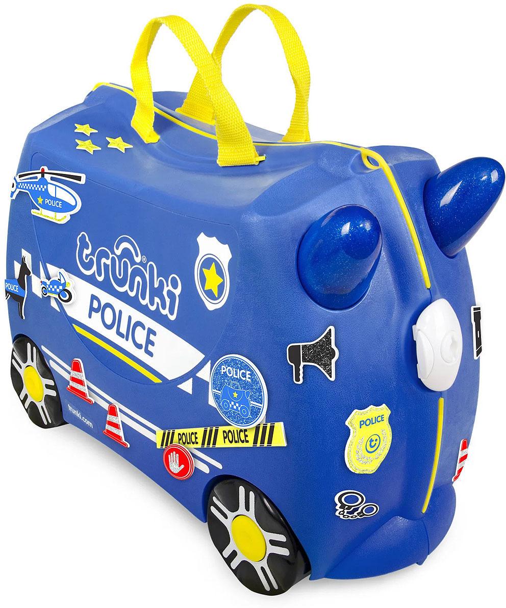 Чемодан детский Trunki Полицеская машина Перси на колесиках, синий, 46 х 20 х 30,5 см0323-GB01Многофункциональный детский чемодан на колесиках Полицейская машина Перси, с которым можно не только отправиться в путешествие, но даже кататься не нём! В комплект входит: - чемодан Trunki, - длинная ручка-ремень - блестящие наклейки Чемодан Транки очень прочен и функционален. Вместительная конструкция весит меньше 2 кг. Выемка в верхней части корпуса служит седлом для юных гонщиков. У чемоданчика есть забавные ручки в виде рожек, для того, чтобы ребенок мог держаться во время катания. Удобная прочная ручка из текстиля позволяет родителям возить чемодан или катать ребенка. Особенности чемодана Trunki: - прочный легкий корпус с удобным сидением, - широкие устойчивые колеса для перемещения и катания, - прорезиненный мягкий обод вдоль отделений чемодана, - надежный безопасный замок защищает от случайного раскрытия, - специальный ремень с прочными карабинами позволяет легко перемещать чемодан и катать ребенка, - ручки из пластика на корпусе чемодана позволяют ребенку держаться при перемещении. Чемоданы Trunki были созданы в Англии для того, чтобы малыши не скучали во время путешествий. В удобный вместительный чемодан можно заполнить необходимыми вещами, книгами и, конечно же, любимыми игрушками. Широкие устойчивые колеса позволяют не только перемещать чемодан, но и кататься на нем. Теперь при ожидании регистрации или рейса вашему ребенку точно не будет скучно! Вместительность: 18 литров. Выдерживает до 50 кг веса. Рекомендуем!
