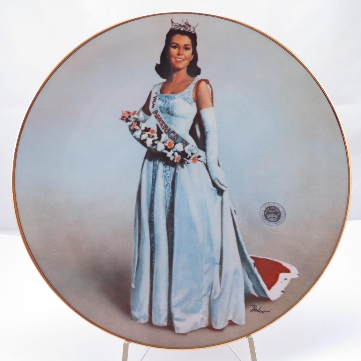 Декоративная коллекционная тарелка Мисс Америка 1975. Фарфор, деколь, золочение. США, Ridgewood, 1975 декоративная коллекционная тарелка мисс америка 1975 фарфор деколь золочение сша ridgewood 1975